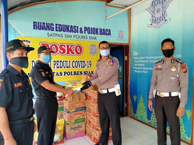 Senkom MP  Kec Tualang berkesempatan untuk mendonasikan bantuan sembako kepada masyarakat yg terdampak Covid-19 dan di fasilitasi Polres Siak Khusus nya Satlantas Polres Siak .