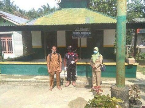 Desa Gelora Rokan Hilir Provinsi Riau Kompak Perangi Virus Covid-19
