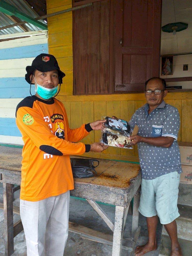 Peduli Covid-19, Senkom Mitra Polri Meranti Pandak Provinsi Riau Turut menyalurkan bantuan ke warga.